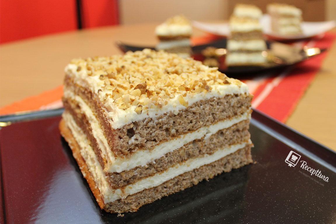 Torta od oraha stvorena je za uživanje.